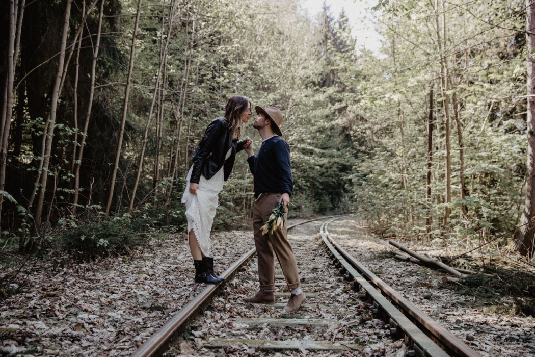 Pärchenfotos im Thüringer Wald in Ziegenrück mit Fotograf Take a Pic[k] aus Jena. Shooting with a beautiful Couple.