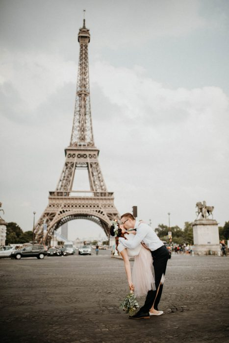 Elopement Hochzeit in Jena und Paris mit Fotograf Take a Pic[k]. France Wedding Brautpaarshooting with a beautiful couple.